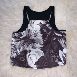 American Eagle Classic Black&White Floral Crop Top